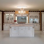 traditional-kitchen-cabinets 43